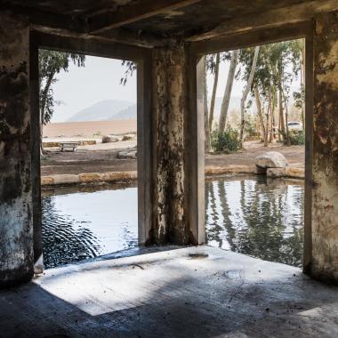 מבנה נטוש על המים בעין יזרעאל