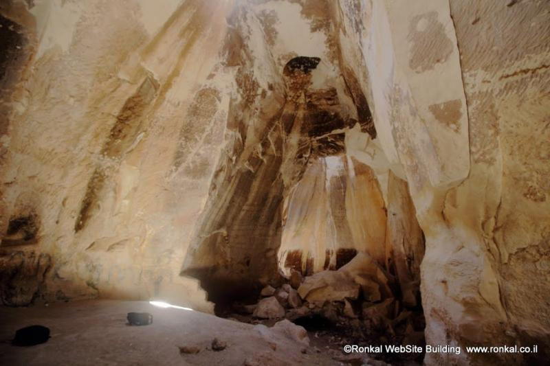 מערות לוזית