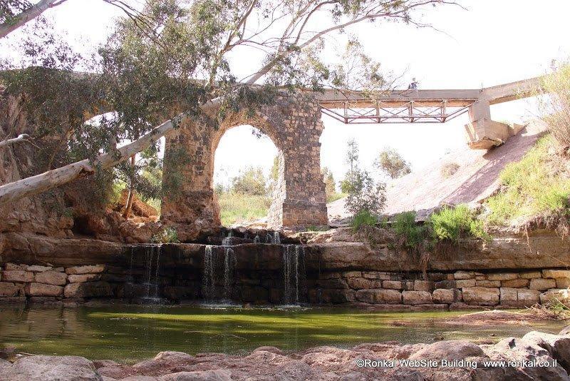 גשר קנטרה על נחל חרוד. פינת חמד בחניון קנטרה.