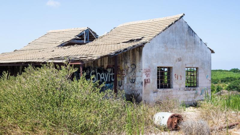 מבנה נטוש בבית חנן