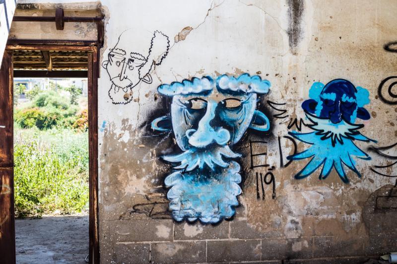 גרפיטי במבנה נטוש בבית חנן