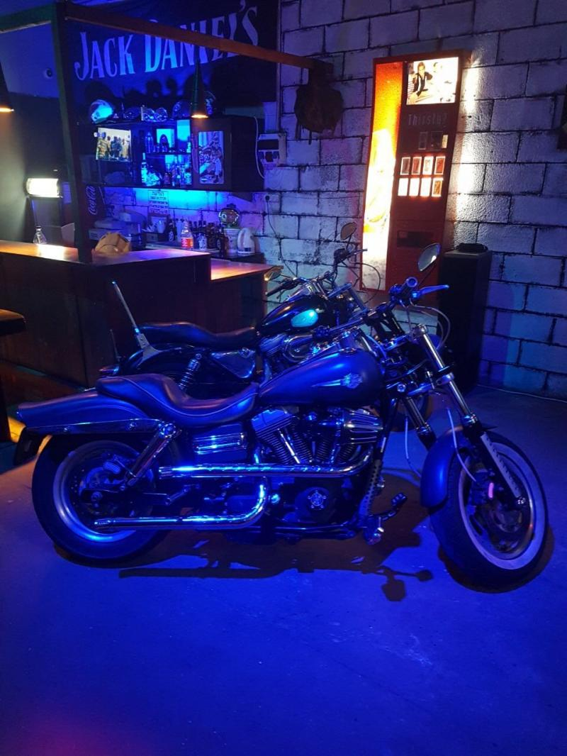 בר אופנועים לצילומים לכל מטרה