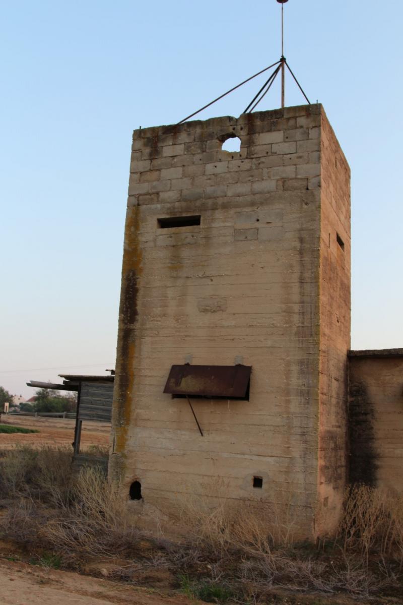 2 מבנים נטושים שאיבת מים
