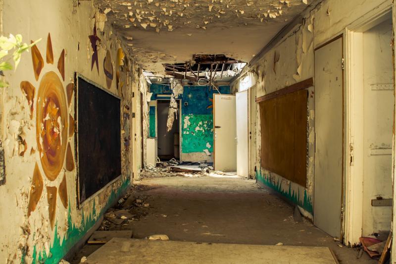 מסדרון בבית הנערה