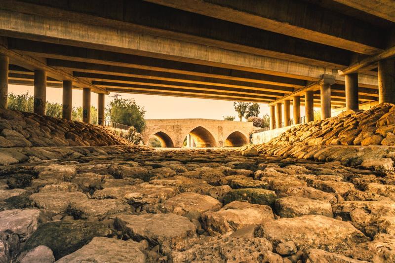 קשתות מתחת לגשר