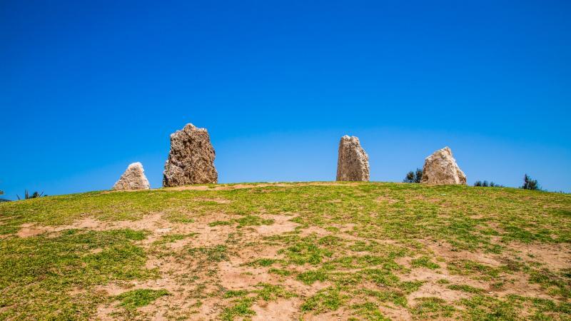 מעגל סלעים בגבעה של פארק אשדוד ים