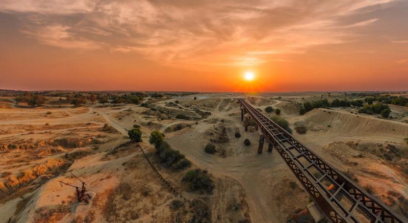 גשר הרכבת הבריטי בפארק סיירת שקד