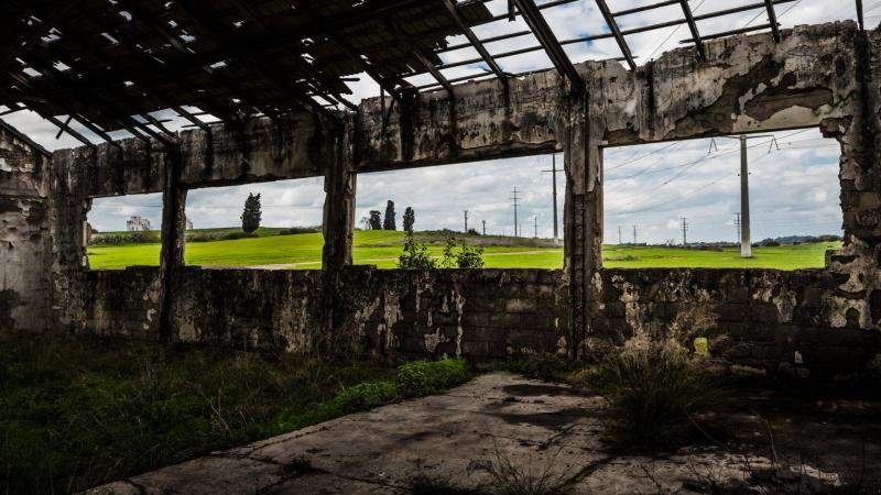 חלונות פנורמים במבנה נטוש