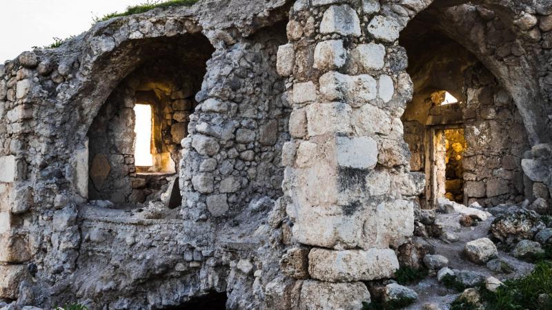 מבצר עתיק בלטרון