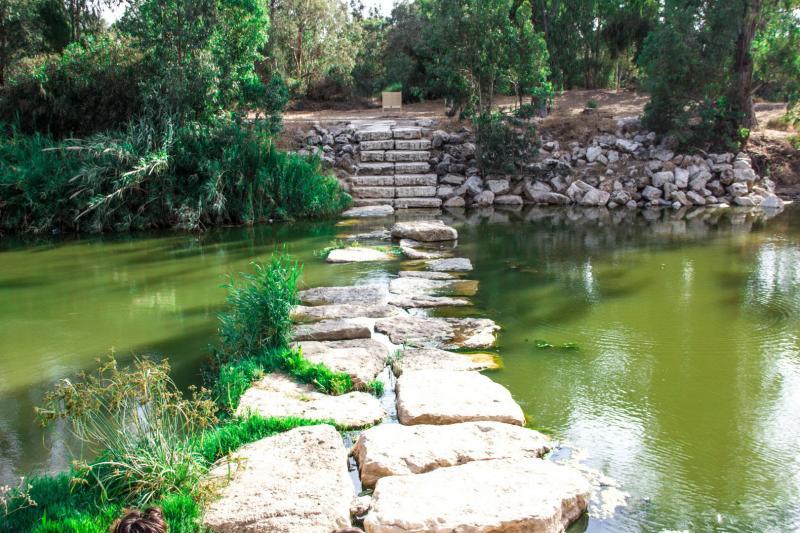 גשר אבנים בנחל